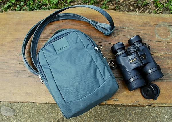 Pacsafe Metrosafe 3 Liter Anti Theft Shoulder Bag